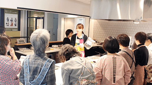 栄養士による料理教室や、糖尿病講座を実施